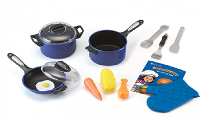 PRETEND & PLAY PRO CHEF SET