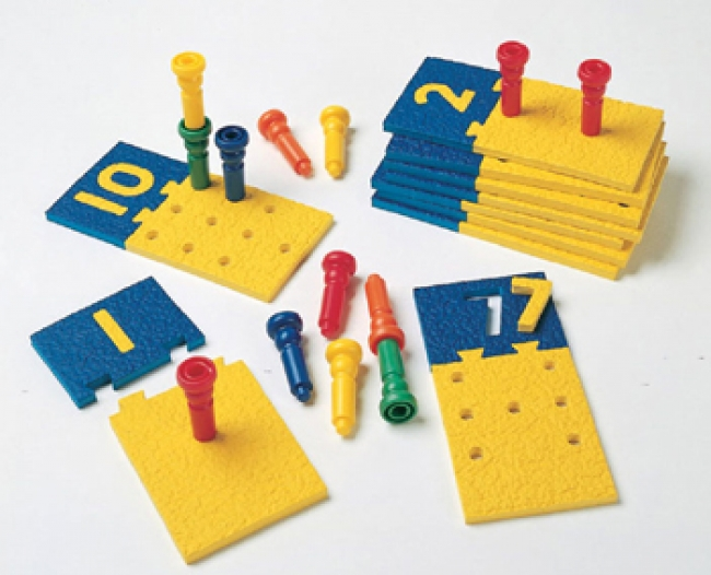 NUMBER PUZZLE-BOARDS & PEGS 10  BOARDS 55 PEGS STORAGE TUB